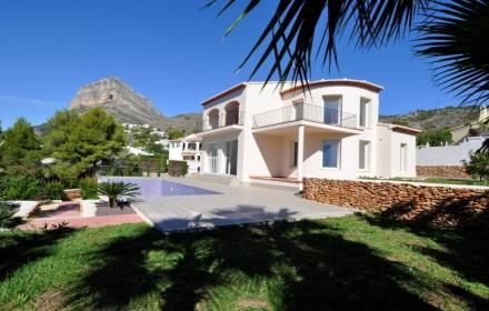 Buy Villa-Detached House for sale in Castell